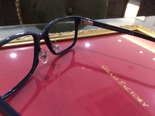 トムフォード メガネ ノーズパット加工 鼻パット加工1.JPG